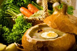 saure Mehlsuppe im Brotleib